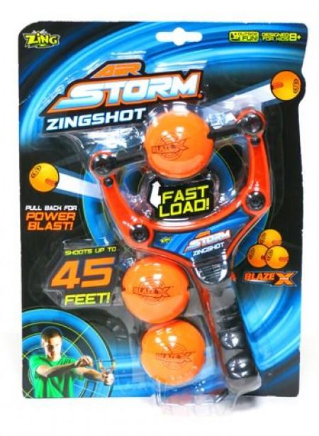 Air storm Zing Shot set sadrži Zing shot luk i 3 BlazeX loptice. Domet: 13 m. Uzrast: 8+.