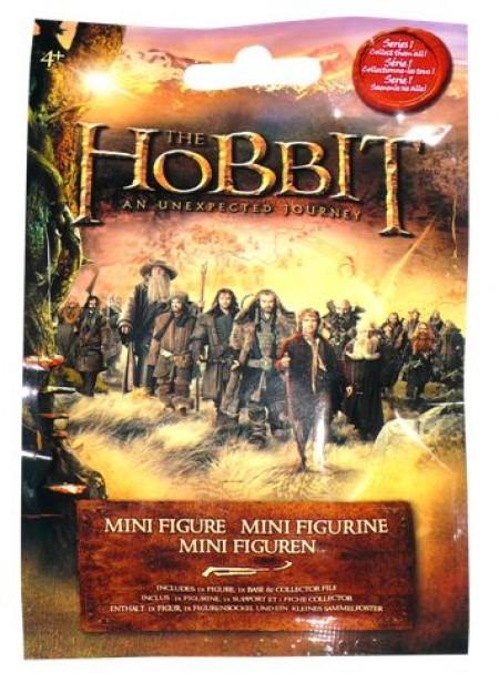 Kesica sadrži jednu od 17 različitih figura iz filma Hobit  - Neočekivano putovanje, stalak za figuru i kartu s podacima o figuri. Figure